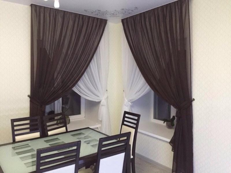 коричневые шторы на кухне