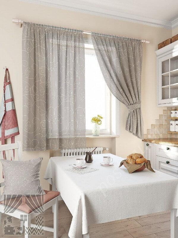 серые шторы на кухне
