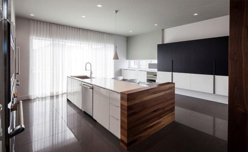 стильные шторы хай тек на кухне