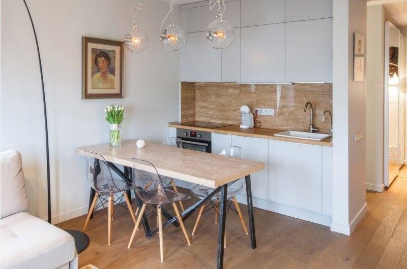 стіл в скандинавської кухні