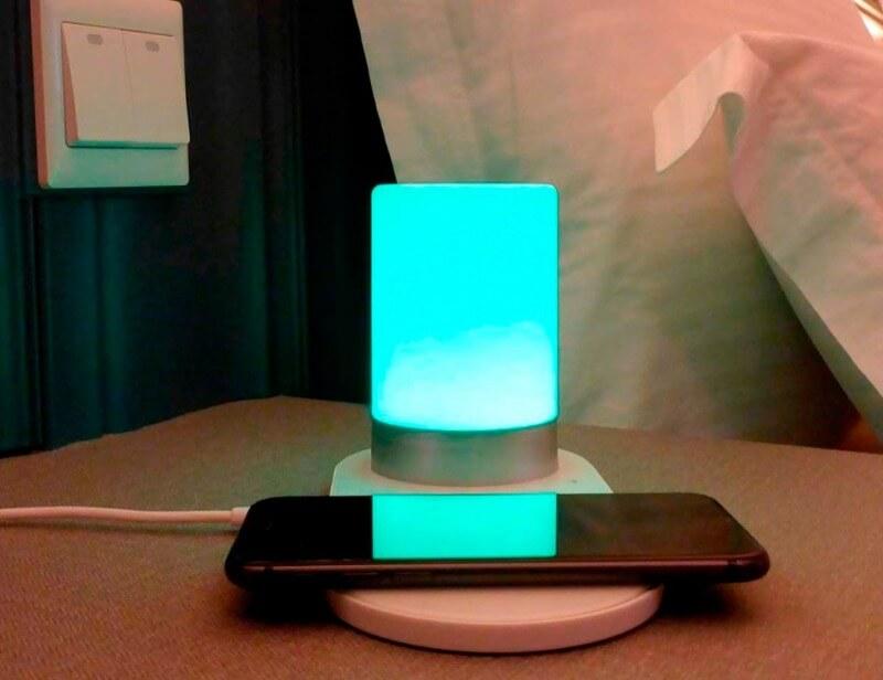 светильник с зарядкой для телефона