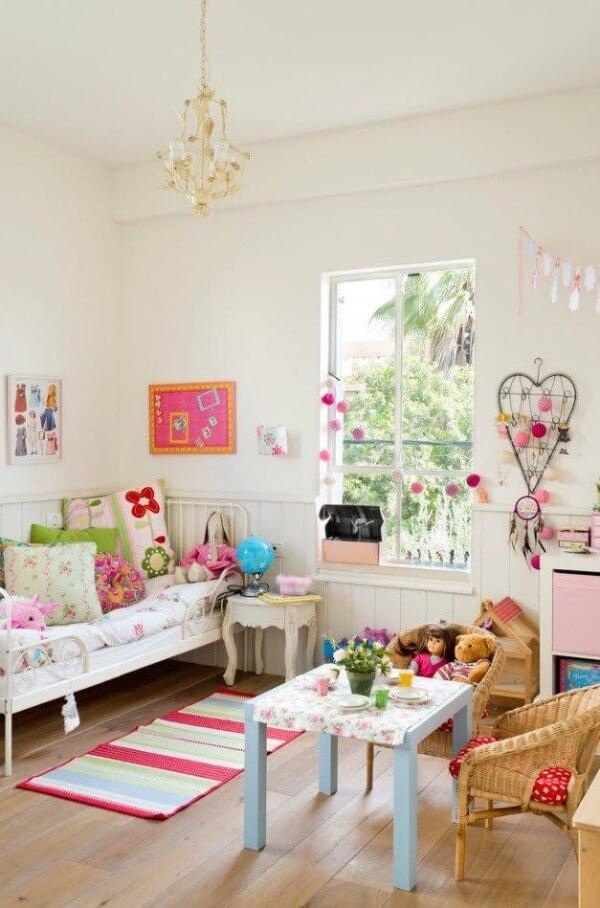 дизайн інтер'єру кімнати для дівчинки