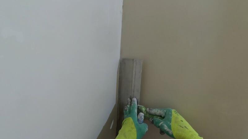 як вирівняти стіни шпаклівкою