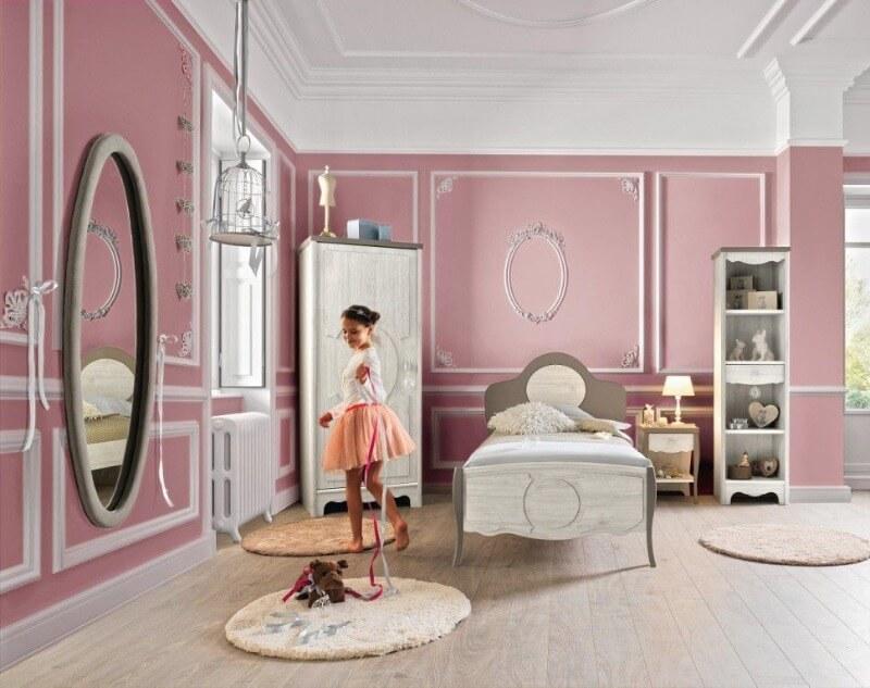 комната девочки в розовых тонах