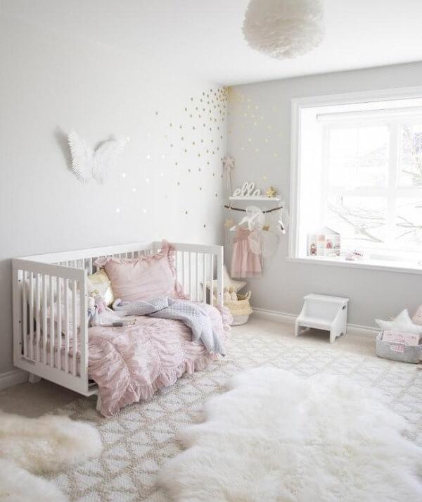 красивая спальная комната для девочки до 3 лет