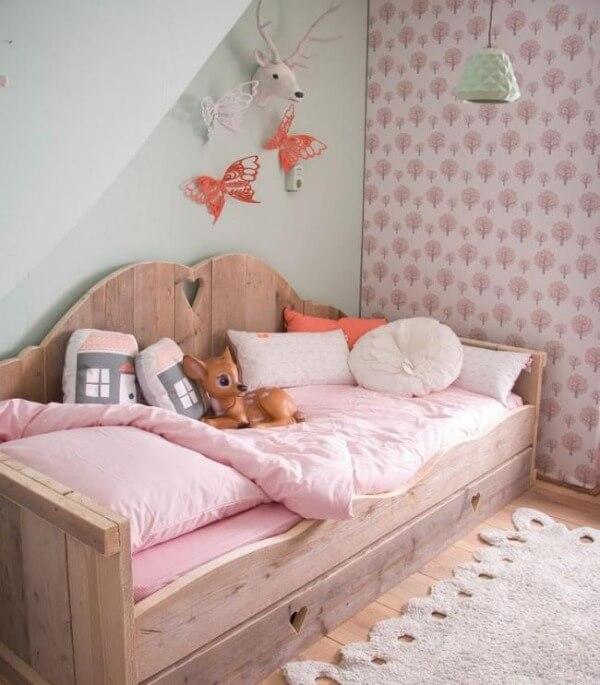 ліжко з дерева для дівчинки