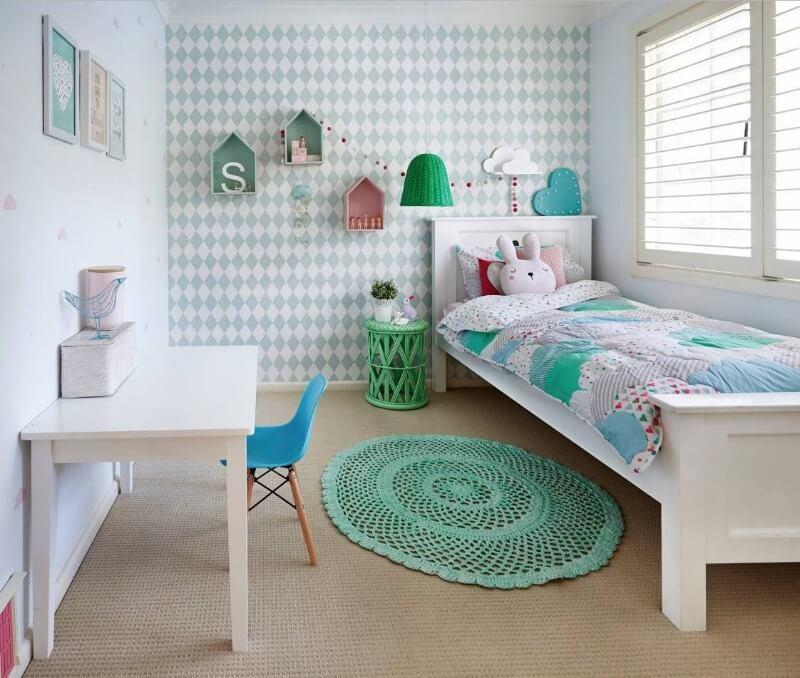 м'ятна дитяча кімната для дівчинки