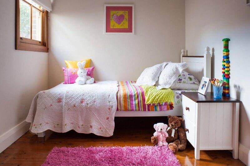 светлая детская комната для девочки