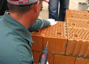 штробление керамических блоков