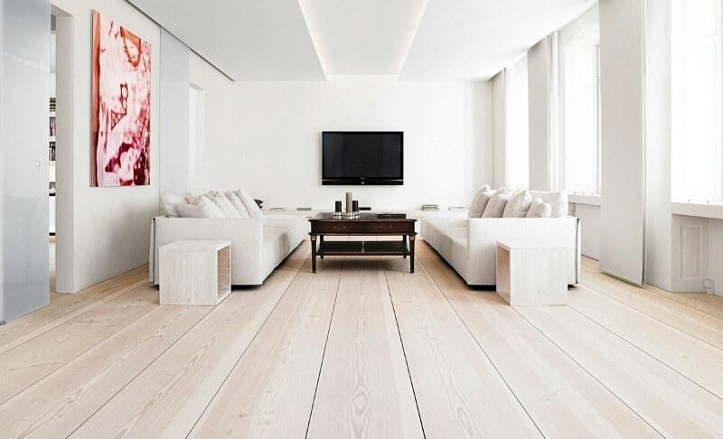 світла підлога і стіни