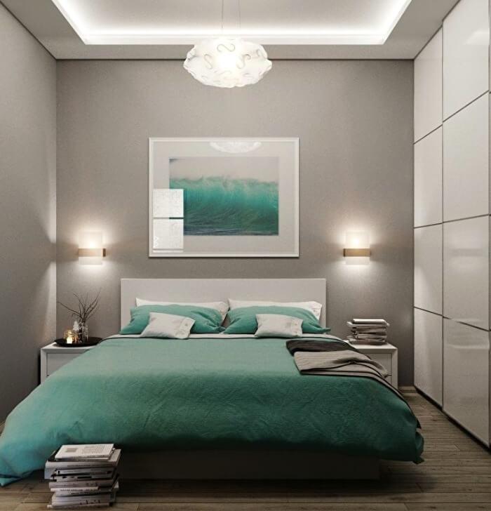 зеленая постель в спальне