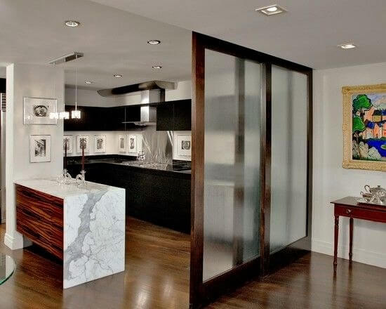 зонирование кухни студии перегородкой