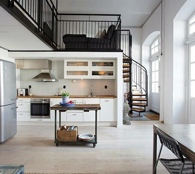 кухня студия со вторым этажом