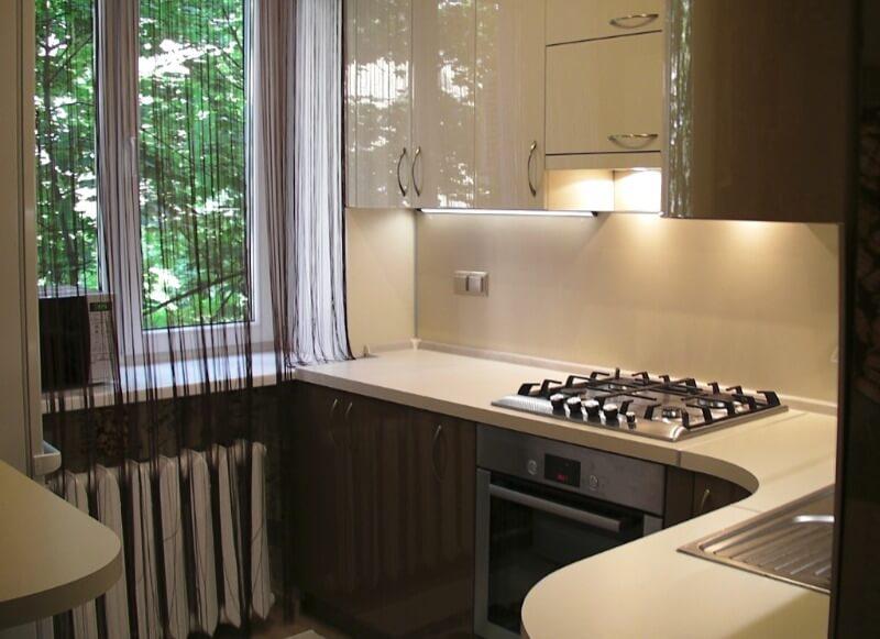 маленькая кухня бежевая