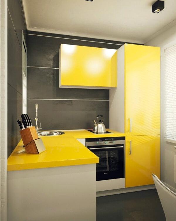 желтая кухня маленькая