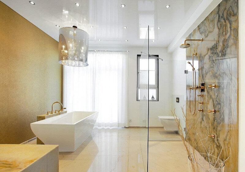 потолок в ванной натяжной