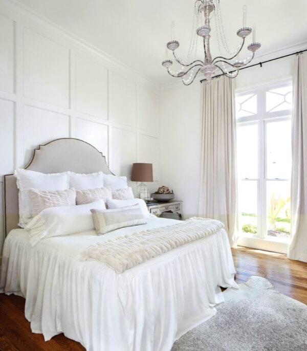 однотонные шторы в маленькой спальне