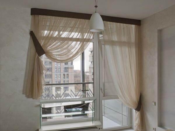шторы на окнах с выходом на балкон