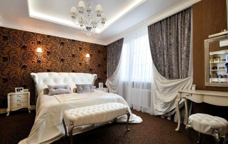 классические прямые шторы в спальню