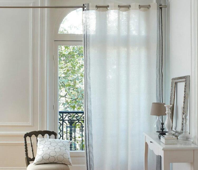 шторы в спальне на люверсах