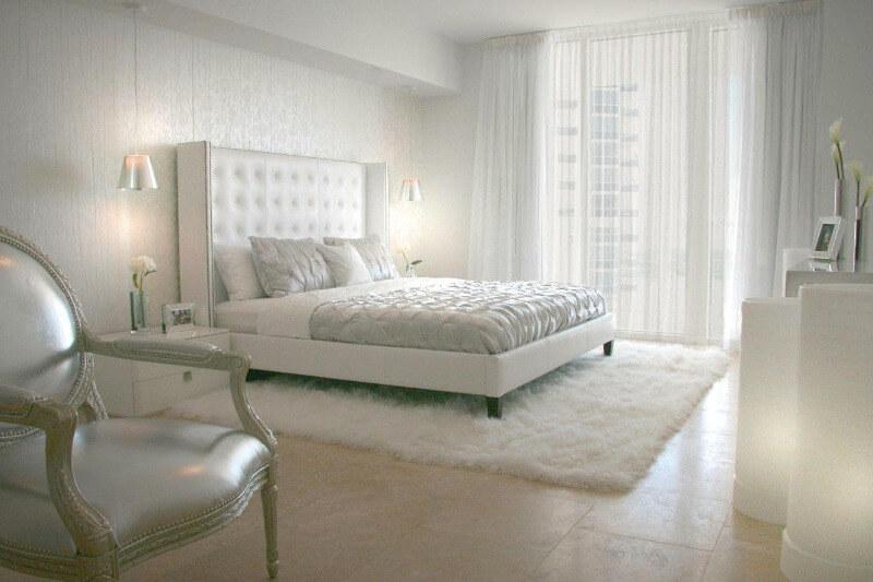 шторы в спальню белые