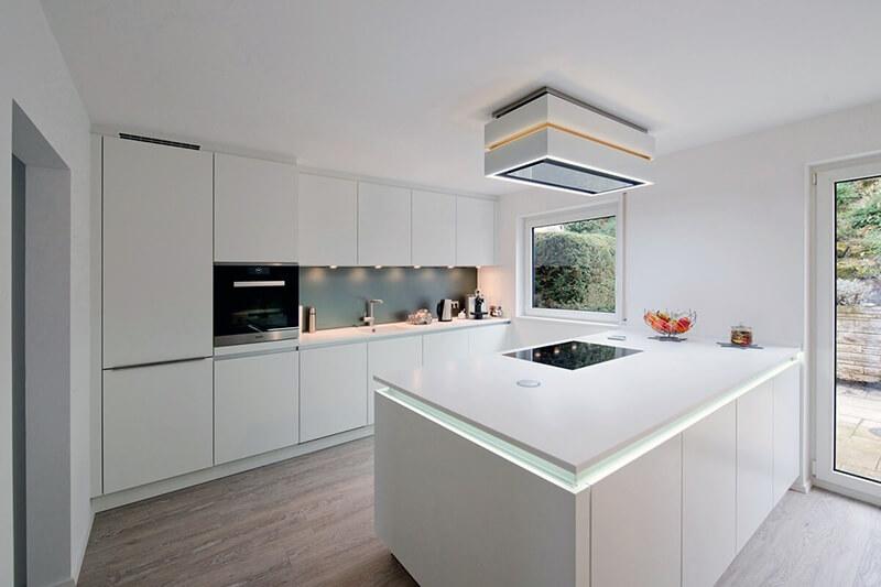 дизайн белой кухни в стиле хай-тек