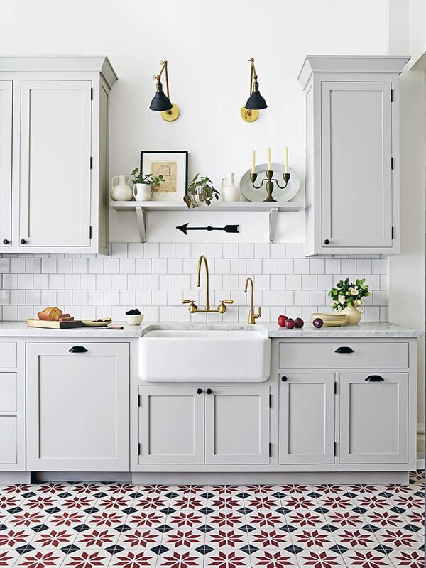 кухня с элементами из натуральной древесины