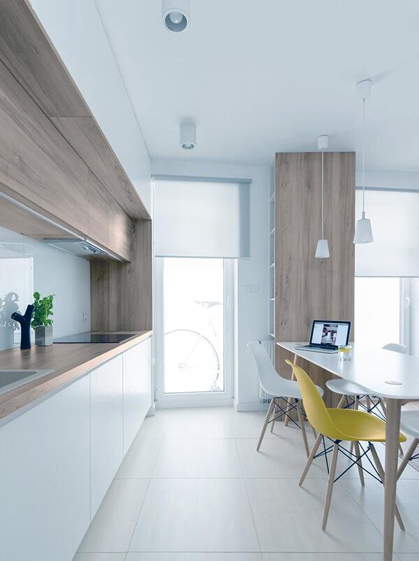 минимализм в дизайне белой кухни
