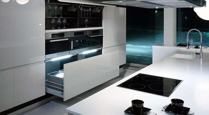 современный хай-тек дизайн белой кухни