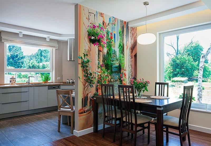 яркие фотообои для кухни в столовой зоне