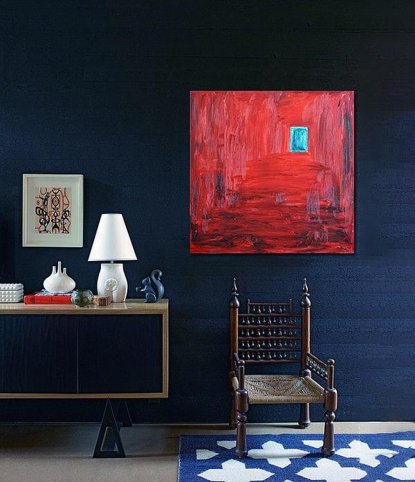 Дизайн інтер'єру кімнати з картиною в червоних тонах