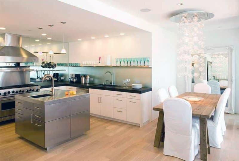 Дизайн комнаты с большим количеством света