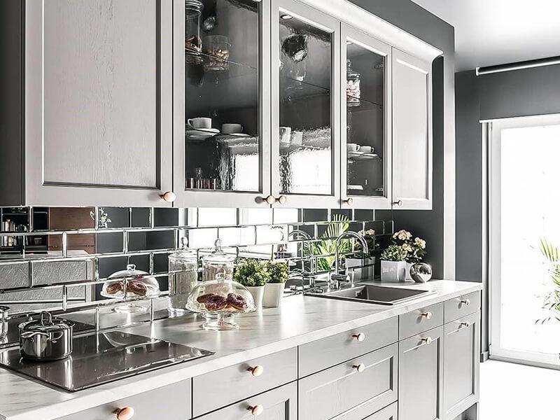 Фартук для кухни в зеркальном стиле