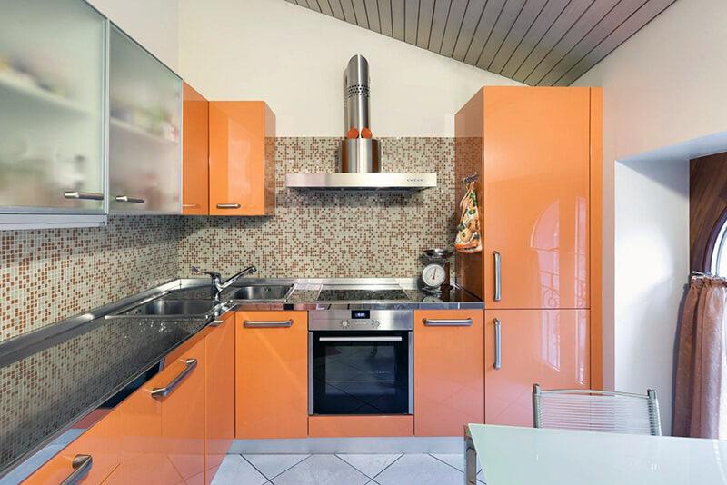 Фартук для кухни в желтых или оранжевых тонах