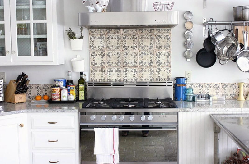 Фартук на кухне над варочной поверхностью