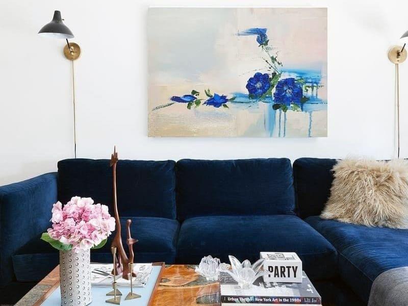 Використання картин з синіми відтінками для оформлення кімнати