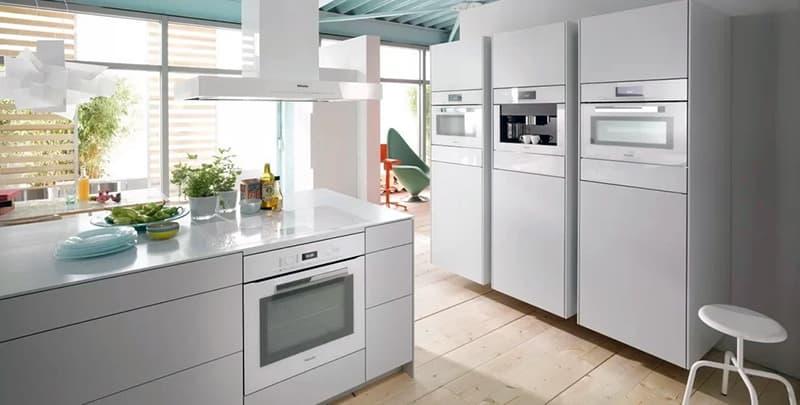 Кухня с лаконичным дизайном