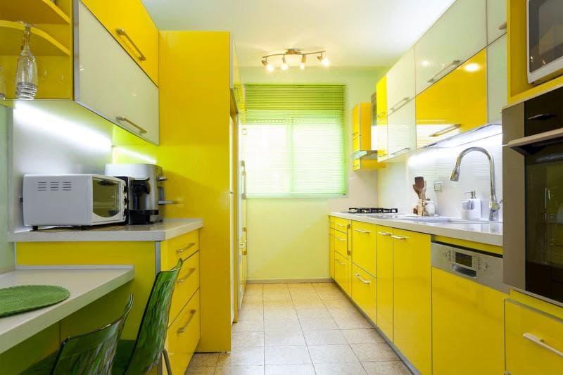 Кухня в ярких светлых тонах