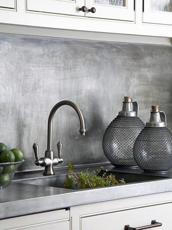 Кухонная поверхность из металла