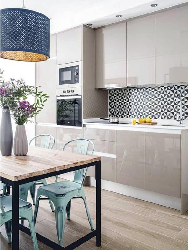 Мебель на кухне без ручек