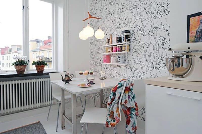 Оформление стен на кухне в ярком стиле