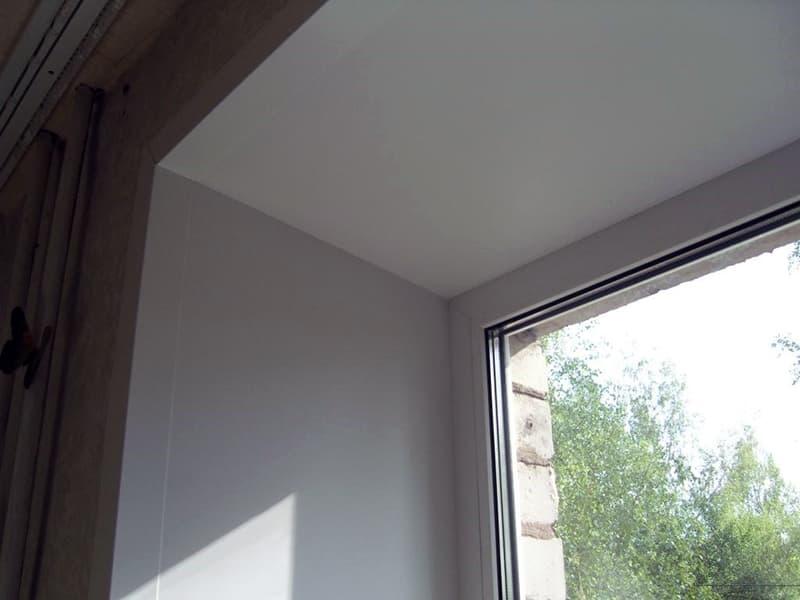 Отделка откоса окна
