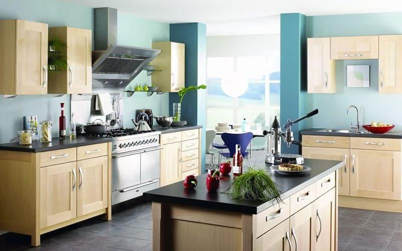 Покраска стен кухни в голубой цвет