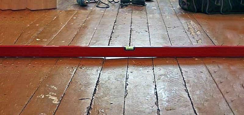 Приклад нерівної дерев'яної підлоги