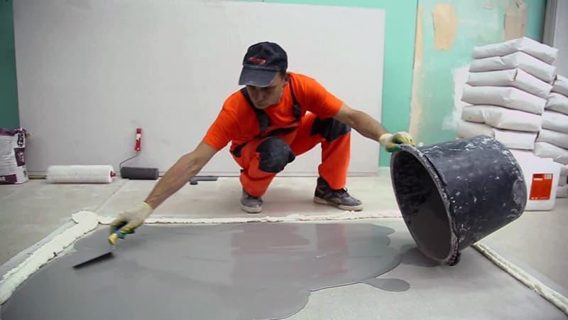 Процес заливки підлоги для вирівнювання