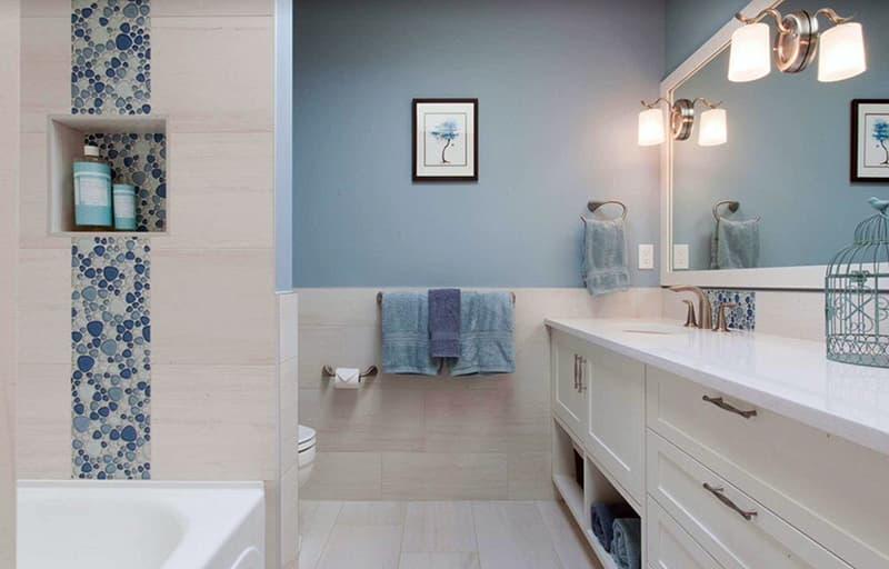 Стены голубого цвета в ванной комнате