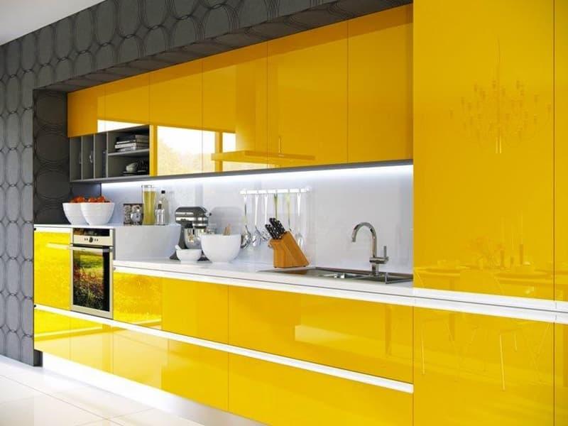 Яркий дизайн кухни с желтыми тонами
