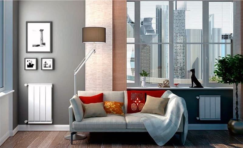 Алюминиевый радиатор в интерьере комнаты