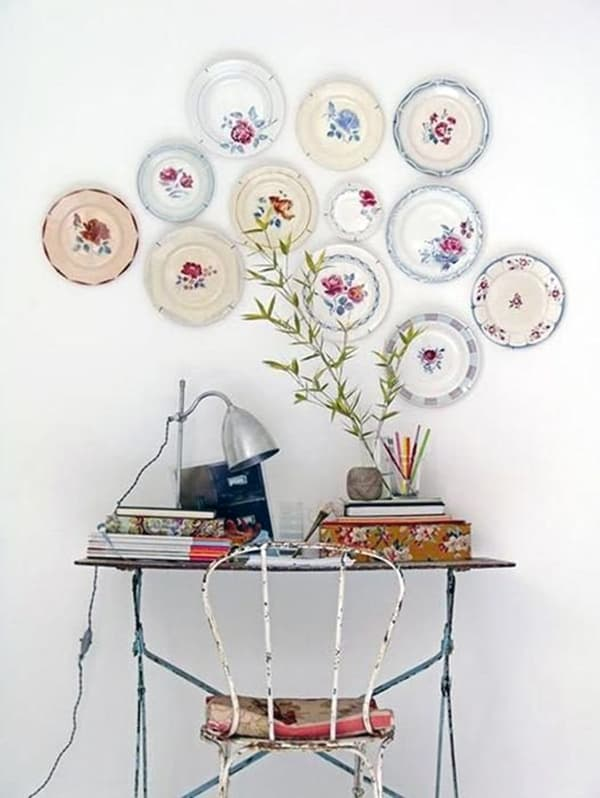 Использование тарелок в декоре комнаты