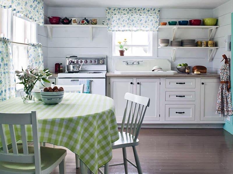 Использование ткани для создания уюта на кухне